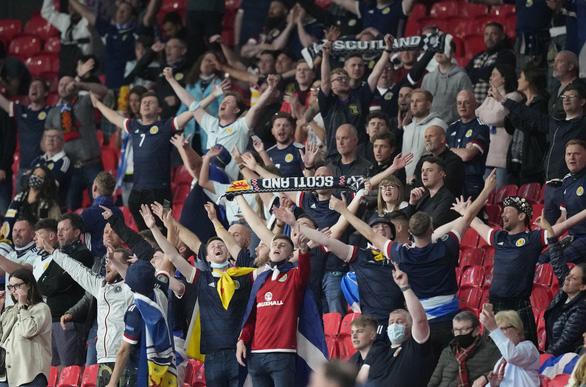 Biến chủng Delta đe dọa 'giấc mơ Anh' ở Euro 2020 - Ảnh 1.