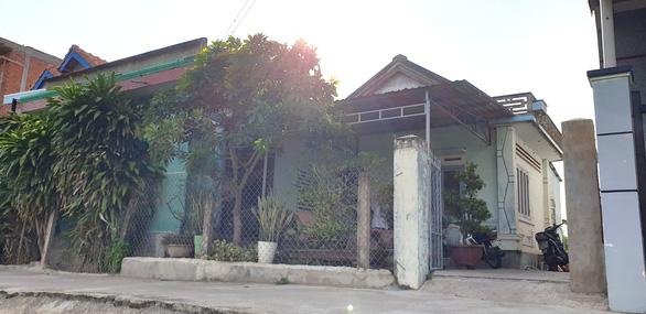'Nợ 29 triệu, bị cưỡng chế bán nhà cửa' ở Phú Yên: Kỷ luật 2 người bên thi hành án - Ảnh 1.