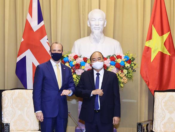 Anh cam kết hỗ trợ vắc xin COVID-19 cho Việt Nam - Ảnh 1.