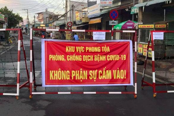 Ca nhiễm kinh doanh ở Nhơn Trạch, 300 hộ dân bị phong tỏa - Ảnh 1.