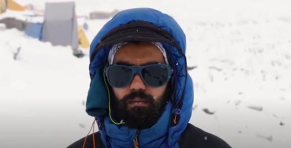 Giữa đường chinh phục đỉnh Everest mới biết mắc COVID-19 - Ảnh 1.
