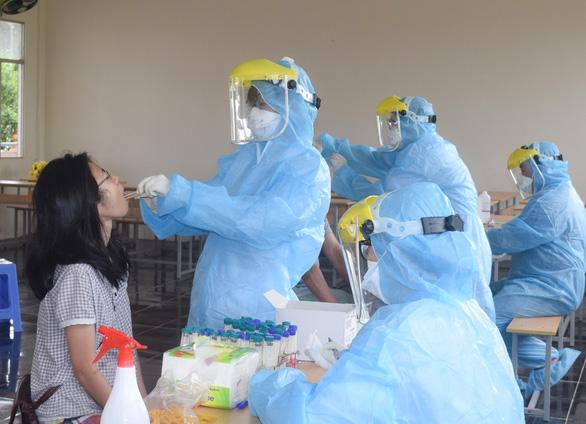 Nam sinh viên xét nghiệm ở Cần Thơ dương tính, qua Viện Pasteur lại âm tính - Ảnh 1.