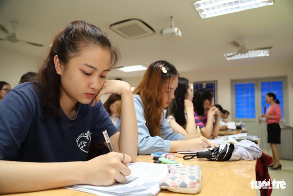 Thu hút người giỏi làm giáo viên: có nơi hỗ trợ 55 lần mức lương cơ sở - Ảnh 1.