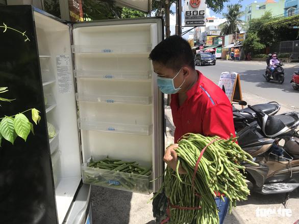 Thương sao cái tủ lạnh cộng đồng ở Sài Gòn - Ảnh 4.