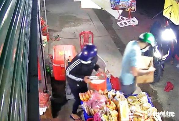 Tiệm tạp hóa hai lần bị cùng một băng cướp lúc rạng sáng - Ảnh 2.