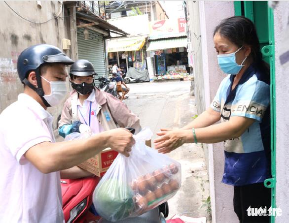 Sống trong giãn cách, thấy rõ tấm lòng người Sài Gòn - Ảnh 1.