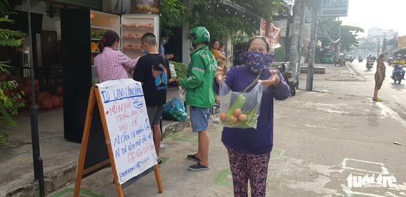 Thương sao cái tủ lạnh cộng đồng ở Sài Gòn - Ảnh 6.