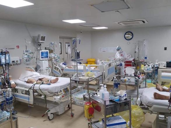 Việt Nam hiện có 185 bệnh nhân COVID-19 nặng, nguy kịch - Ảnh 1.