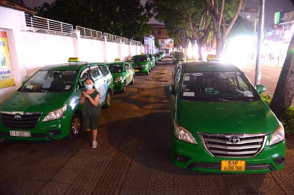 Đề xuất cho 400 xe taxi hoạt động ở TP.HCM để chở dân đến bệnh viện - Ảnh 1.