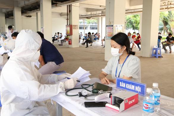 Khoảng 120.000 công nhân ở Bắc Giang sẽ lần lượt trở lại nhà máy - Ảnh 1.