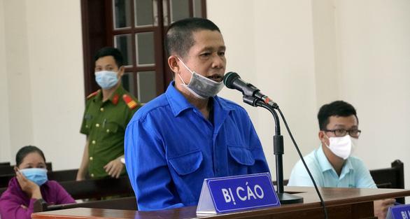 Kẻ vừa cưa vừa trộm 26 cây hoa giấy khiến dư luận bất bình lãnh 7 năm tù - Ảnh 1.
