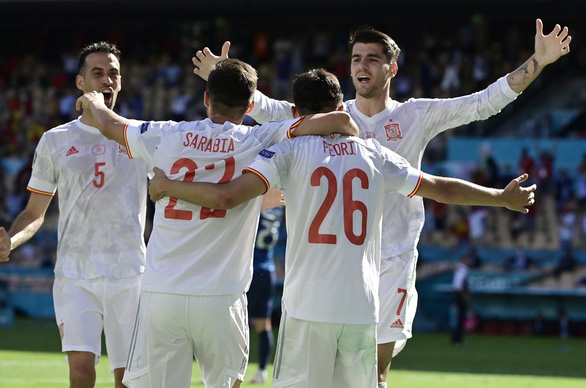 Tây Ban Nha và Thụy Điển kéo Ukraine vào vòng 16 đội - Ảnh 1.