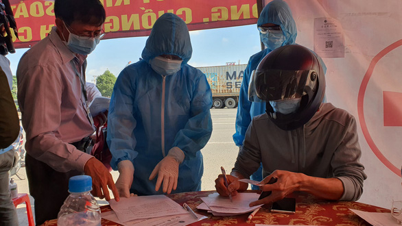 Giáp TP.HCM, Đồng Nai yêu cầu các chốt kiểm soát chặt chẽ vùng giáp ranh - Ảnh 2.
