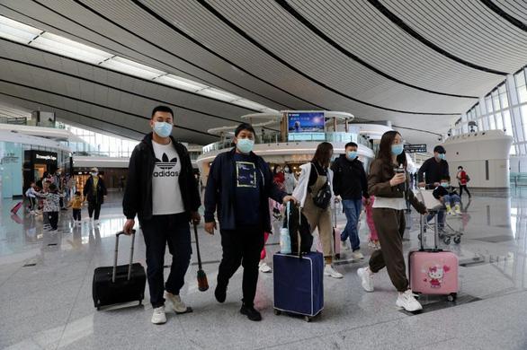 Trung Quốc duy trì hạn chế biên giới thêm ít nhất một năm - Ảnh 1.