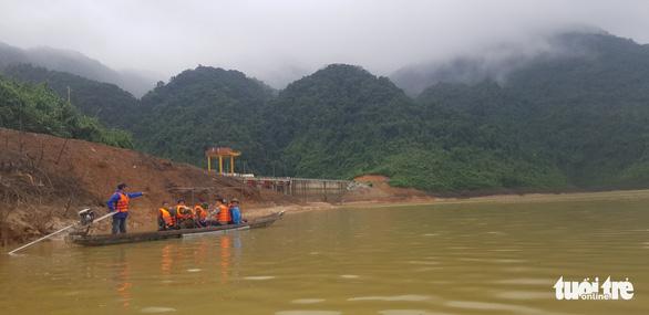 Có thể xả cạn hồ thủy điện tìm 11 người mất tích ở thủy điện Rào Trăng 3 - Ảnh 2.