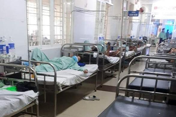 Bệnh viện tiếp nhận 54 người dân Long Khánh nghi ngộ độc sau khi mua bánh mì ăn - Ảnh 1.