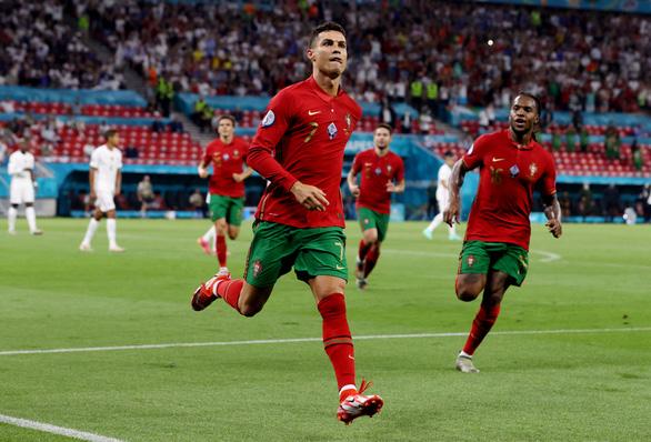 Pháp, Đức và Bồ Đào Nha đi tiếp ở bảng F - Ảnh 1.