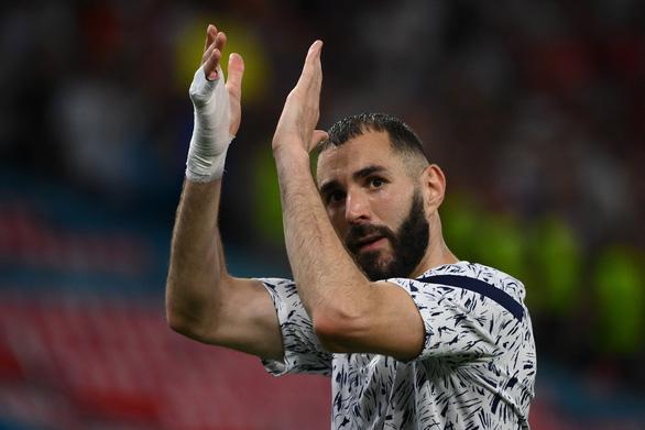 Ghi bàn đầu tiên sau 2.085 ngày, Benzema nói: Tôi đã chịu áp lực của cả nước - Ảnh 1.