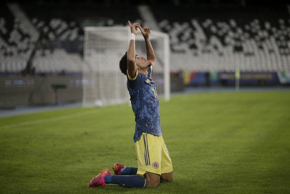 Casemiro ghi bàn phút 90+10 giúp Brazil thắng ngược Colombia - Ảnh 2.