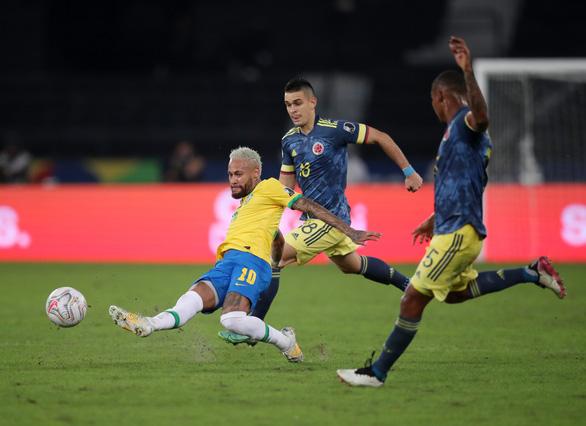 Casemiro ghi bàn phút 90+10 giúp Brazil thắng ngược Colombia - Ảnh 3.