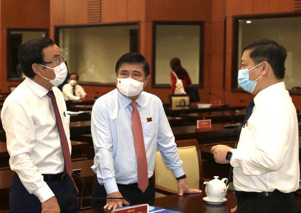 Bí thư Thành ủy TP.HCM: Cố gắng tối đa không để người lao động lâm vào khó khăn cùng cực - Ảnh 1.