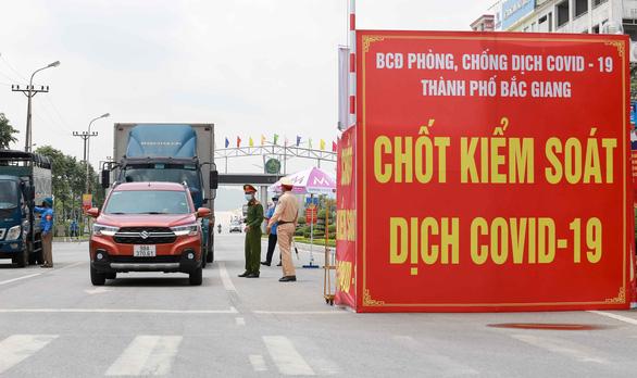 Gỡ bỏ giãn cách xã hội TP Bắc Giang - Ảnh 1.