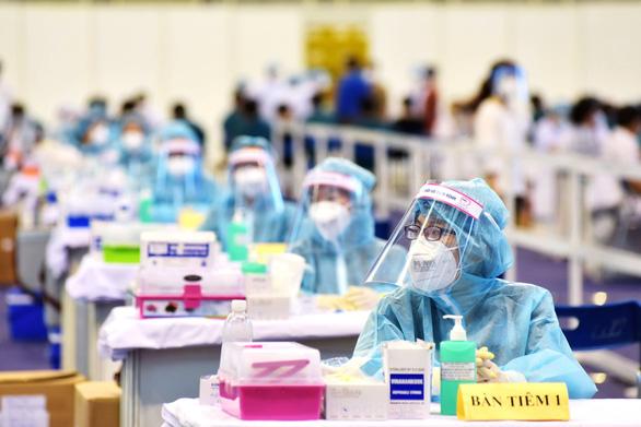 Chiến dịch tiêm vắc xin thần tốc 836.000 liều ở TP.HCM mới chỉ được hơn 300.000 liều - Ảnh 1.