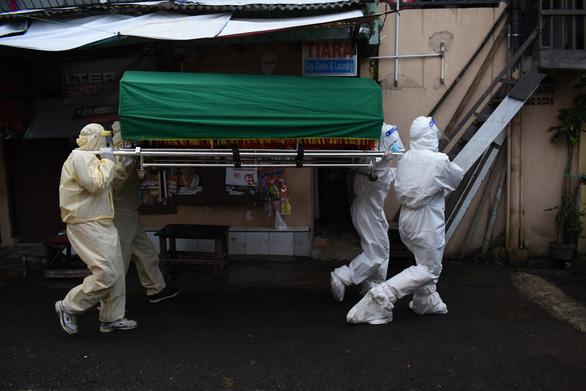 Indonesia có kỷ lục hơn 15.000 ca COVID-19, xử lý không kịp xác người bệnh - Ảnh 1.