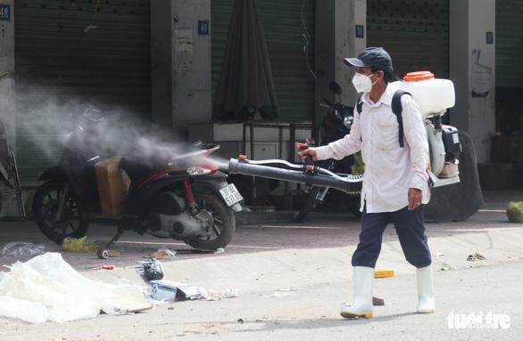 Thêm 2 ca COVID-19 ở chợ đầu mối Vinh, Khánh Hòa phát hiện 1 ca đi xe từ Hà Tĩnh - Ảnh 1.