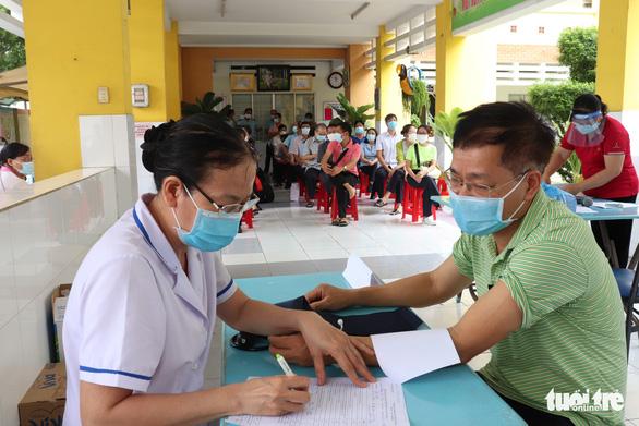 TP.HCM tìm người từng đến 18 địa điểm liên quan COVID-19 ở quận Tân Phú - Ảnh 1.