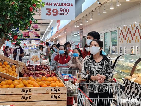 Đi siêu thị mua đồ 15 phút, đợi tính tiền gần 2 tiếng, vừa mệt vừa run - Ảnh 3.