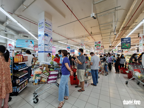 Đi siêu thị mua đồ 15 phút, đợi tính tiền gần 2 tiếng, vừa mệt vừa run - Ảnh 4.