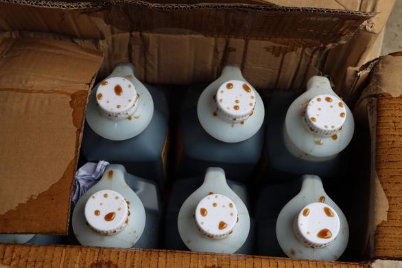 Thu giữ hàng tấn nguyên liệu trà sữa chưa rõ nguồn gốc - Ảnh 4.