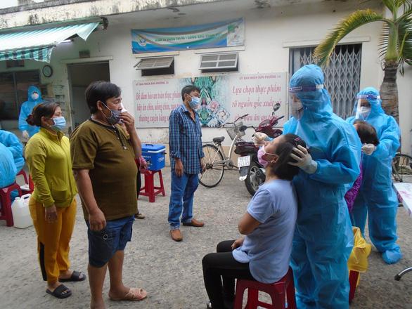 Chủ tịch UBND TP.HCM: Nghiên cứu cho tiểu thương chợ truyền thống bán luân phiên - Ảnh 2.