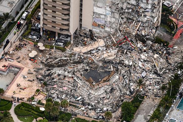 Mỹ chạy đua với thời gian cứu các nạn nhân vụ sập chung cư ở Miami - Ảnh 2.