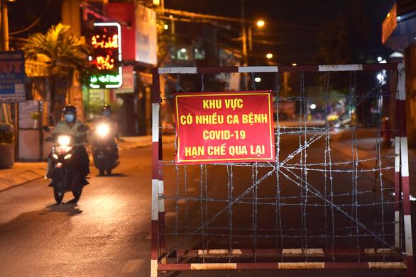 Điều chỉnh giao thông các tuyến đường khu vực phong tỏa ở huyện Hóc Môn - Ảnh 1.
