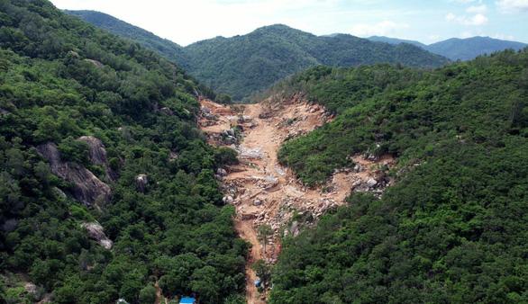 Khởi tố vụ án sau khi gần 2ha rừng phòng hộ trên núi Thị Vải bị phá nát - Ảnh 1.