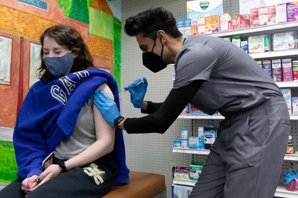Mỹ cảnh báo sự cố viêm tim do vắc xin COVID-19 của Pfizer/BioNTech và Moderna - Ảnh 1.