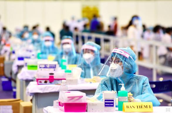 TP.HCM tiêm vắc xin ngừa COVID-19 được 438.502 người, thứ 7 sẽ hoàn thành - Ảnh 2.