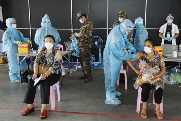 Các nước tăng tốc tiêm vắc xin COVID-19 ra sao? - Ảnh 5.