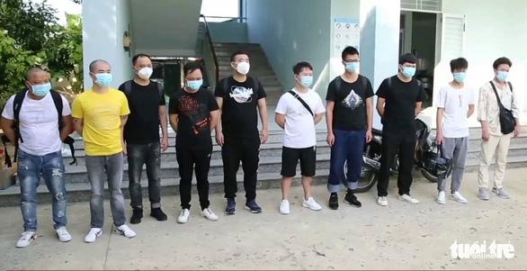 Ninh Thuận khởi tố, bắt giam 2 lái xe chở người Trung Quốc nhập cảnh trái phép - Ảnh 2.
