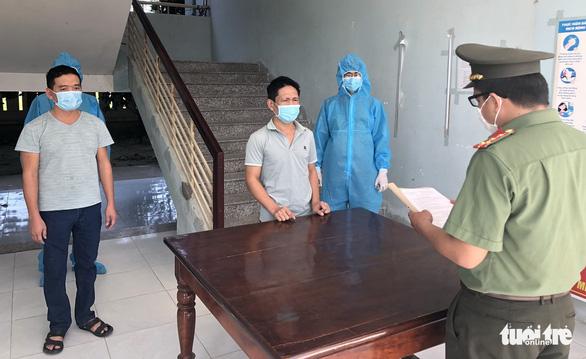 Ninh Thuận khởi tố, bắt giam 2 lái xe chở người Trung Quốc nhập cảnh trái phép - Ảnh 1.