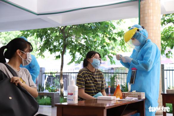 Xét nghiệm COVID-19 gần 13.000 thí sinh thi tốt nghiệp THPT ở Đà Nẵng - Ảnh 1.