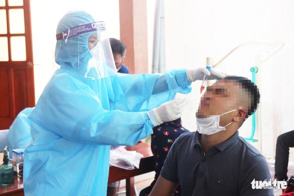 Ra Bắc Giang buôn vải về quên khai báo y tế, cả nhà mắc COVID-19 - Ảnh 1.