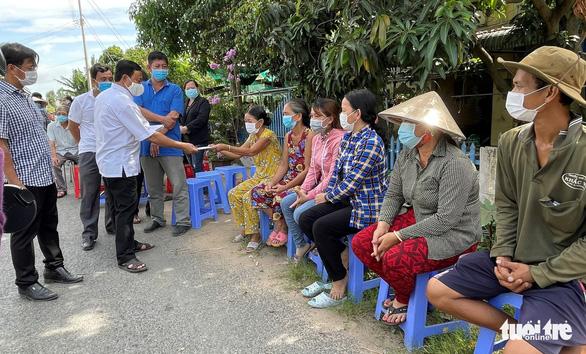An Giang ban bố tình huống khẩn cấp sạt lở bờ sông Châu Đốc - Ảnh 2.