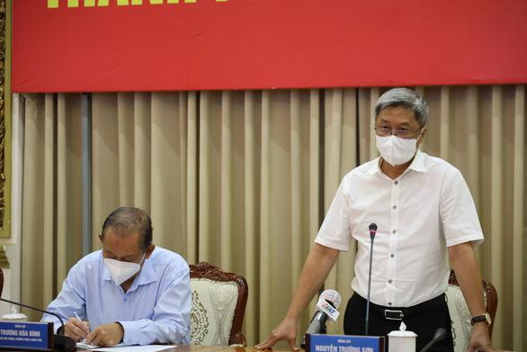 Thứ trưởng Nguyễn Trường Sơn: TP.HCM nên tính đến cho F1 cách ly tại nhà nếu đủ điều kiện - Ảnh 1.