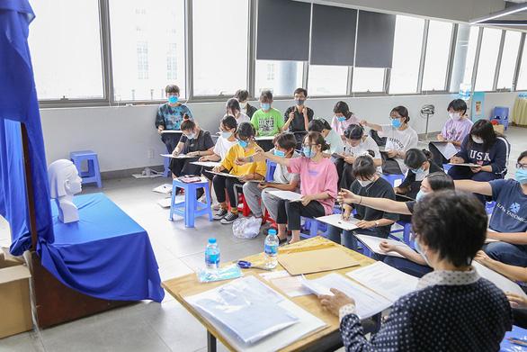 Đại học Văn Lang tiếp tục tổ chức đa dạng hình thức thi tuyển sinh năng khiếu 2021 - Ảnh 1.