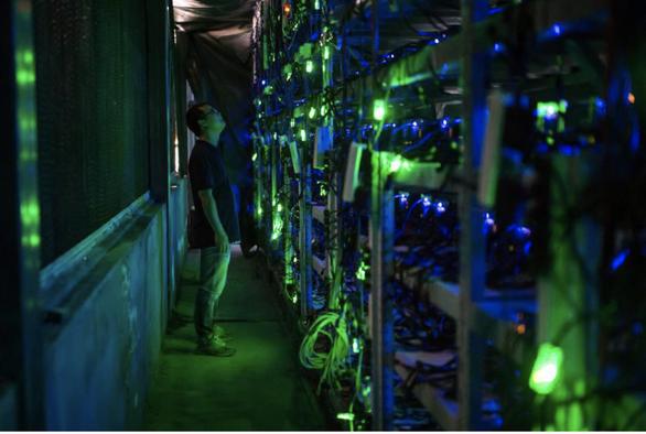 Các công ty đào bitcoin Trung Quốc tháo chạy ra nước ngoài - Ảnh 1.
