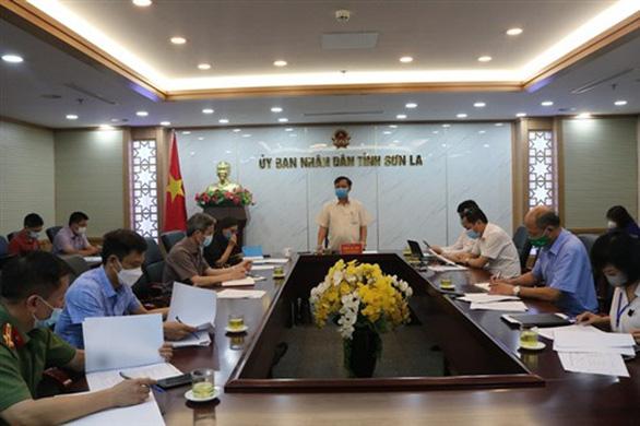 Phát hiện 5 trường hợp dương tính COVID-19, Sơn La cách ly xã hội toàn huyện Thuận Châu - Ảnh 1.