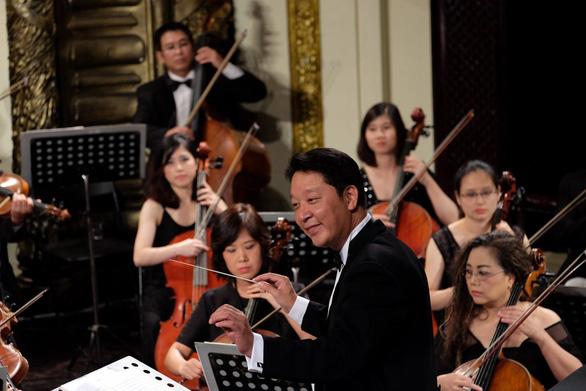 Buổi hòa nhạc quốc tế đầu tiên của nhạc trưởng Lê Phi Phi sau khi khỏi COVID-19 - Ảnh 1.